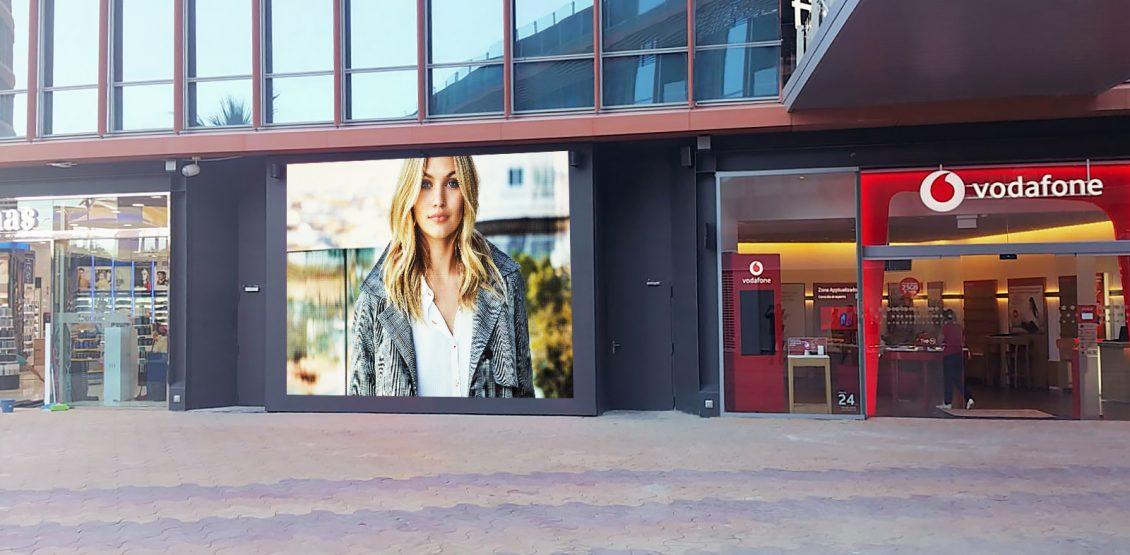 EL Centro Comercial Torre Sevilla en vanguardia con pantallas Led kabuki
